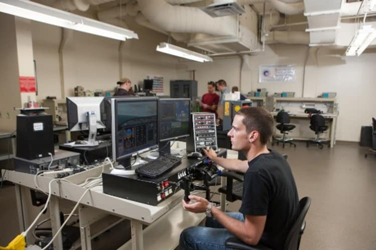 Students work on aircraft software in the Aircraft Systems Lab