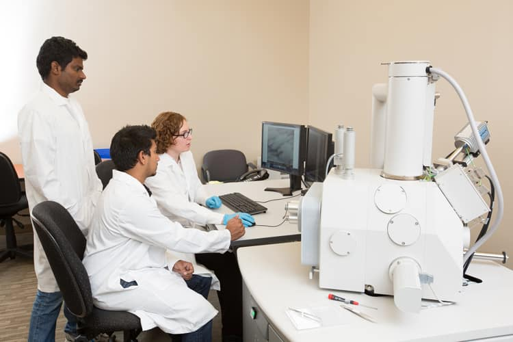 Students using the Scanning Electron Microscope